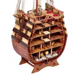 """Laivo """"Šventoji Trejybė"""" skerspjūvis"""