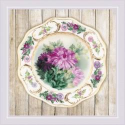 Plate with Chrysanthemums. Satin Stitch siuvinėjimo rinkinys iš RIOLIS Nr.: 0076 PT