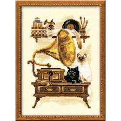 """RIOLIS – Create It Yourself – Siuvinėjimo rinkinys """"Katė prie gramafono"""" 859 (18x24 cm)"""