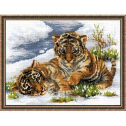 """RIOLIS – Create It Yourself – Siuvinėjimo rinkinys """"Tigriukai"""" 1564 (40 x 30 cm)"""
