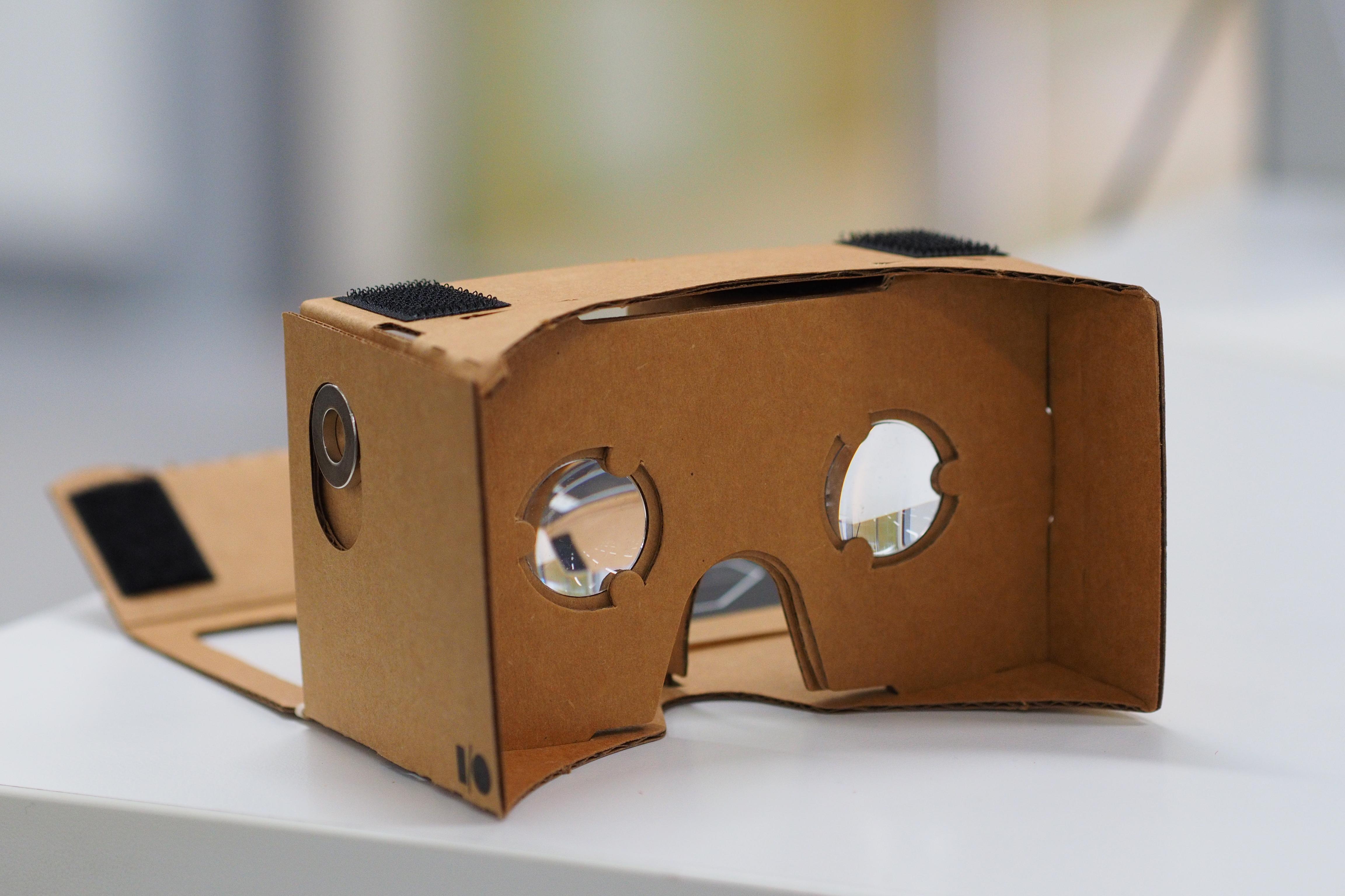 Google Cardboard VR akiniai